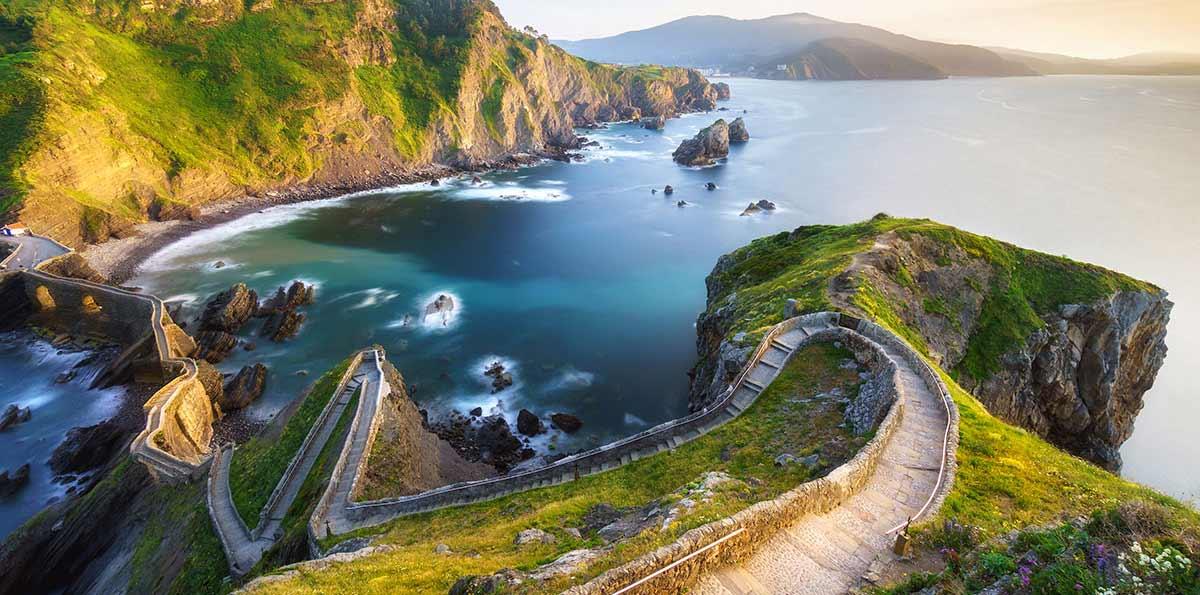 Excursión a la Costa Vasca: Urdaibai, Bermeo y Gernika