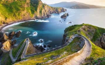 Basque Coast: Urdabai, Bermeo and Gernika Half Day Tour from Bilbao