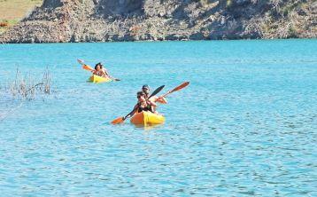 From Cádiz: Kayak at Tajo del Águila & Arcos de la Frontera Tour