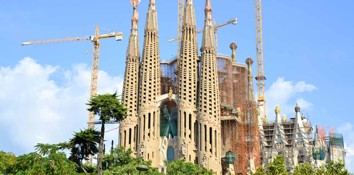 Barcelona Highlights Tour: Panoramic Tour, Montjuïc, Spanish Village & Gothic Quarter