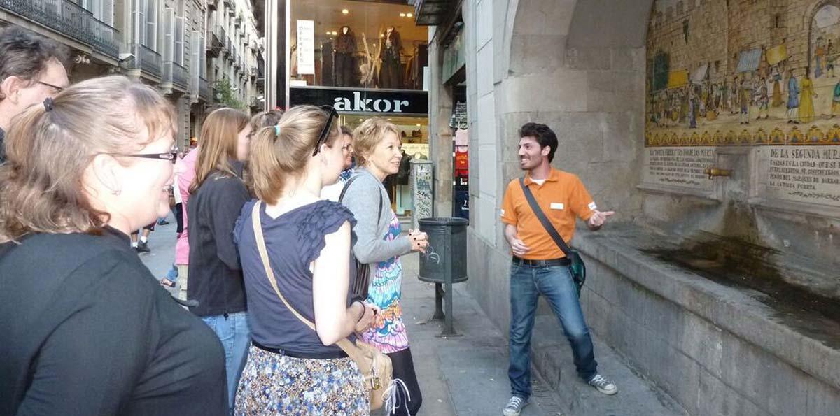 Noche de tapas con tour a pie por Barcelona