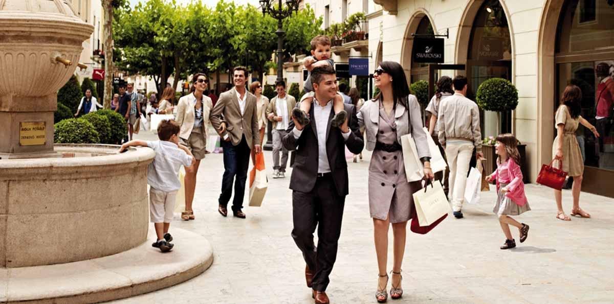 Shopping Tour en la Roca Village con autobús desde Barcelona