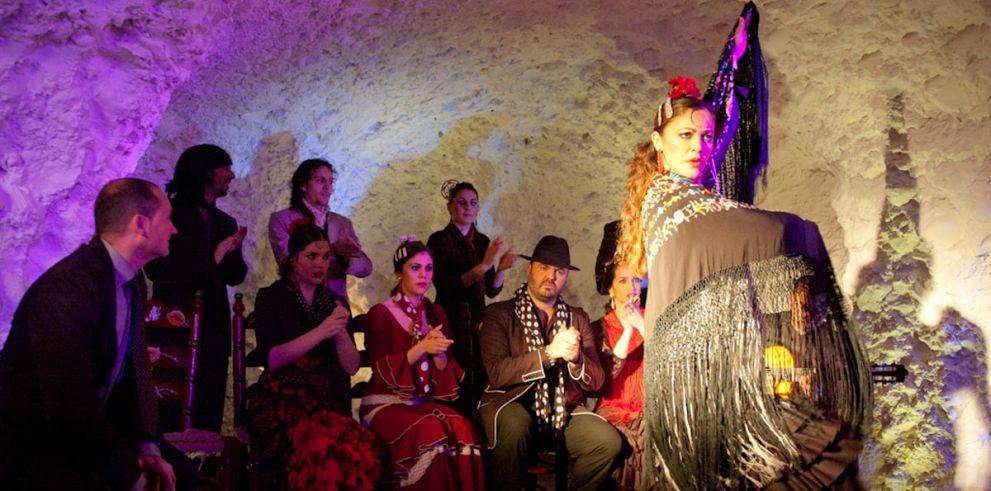 Granada: Espectáculo en Tablao Flamenco con copa o cena