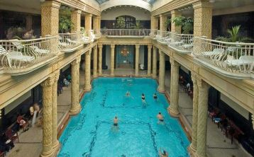 Budapest City Tour with Gellért Thermal Bath Experience