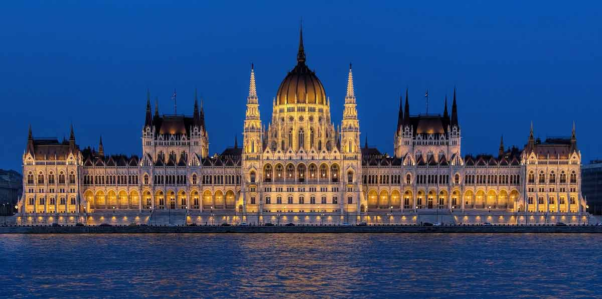 Budapest Night Tour with dinner & tipical show