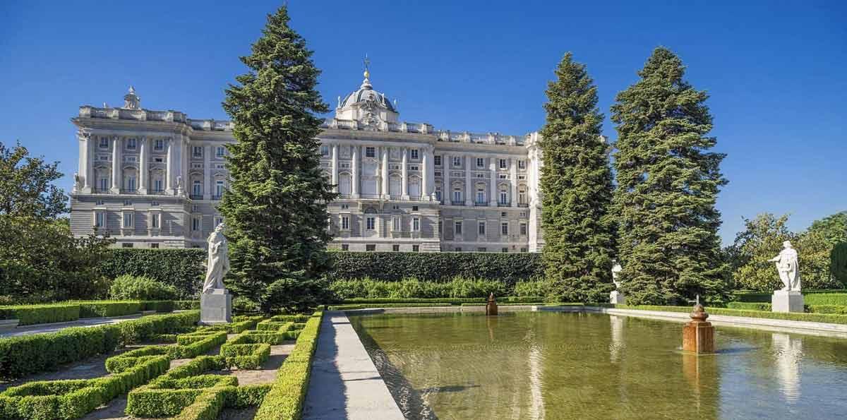 Acceso exclusivo: Visita guiada al Palacio Real de Madrid con entrada incluida
