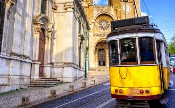 Porto, Lisbon and Fatima 6-Days Tour from Madrid