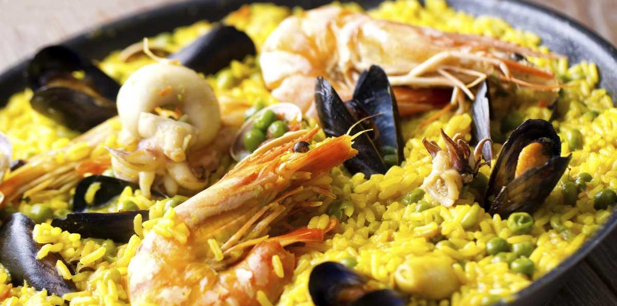 Clase de cocina española en Madrid: paella, tortilla y sangría