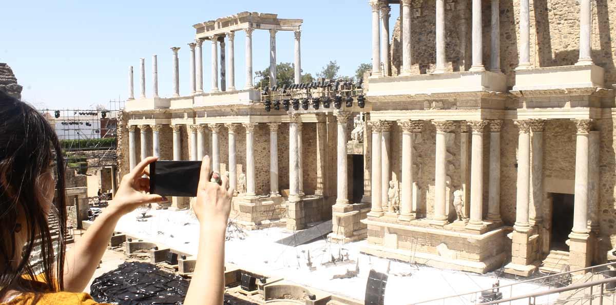Mérida: Roman Theatre and Amphitheatre guided walking tour