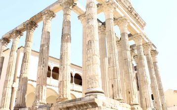 Visita guiada al Teatro y Anfiteatro Romano
