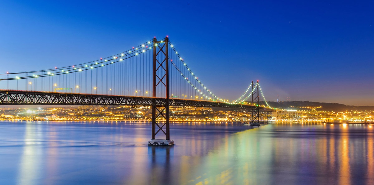 Lisbon Tour: 25th April Bridge & Cristo Rei Sanctuary