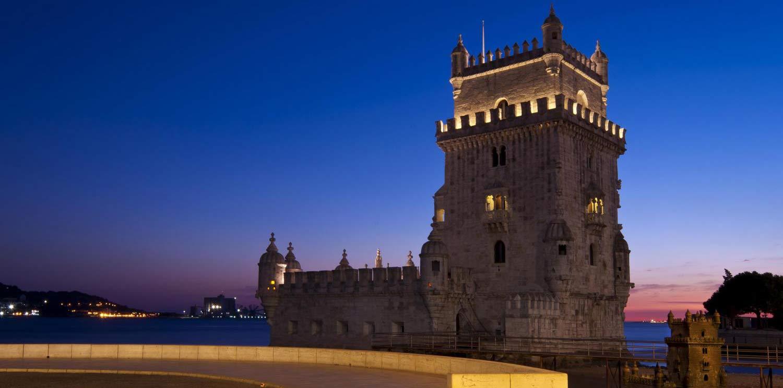 Tour de Noche por Lisboa con Cena y Espectáculo de Fado