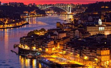 Oporto Tour by Night with Dinner and Fado Show