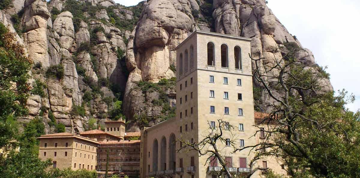 Cardona and Montserrat Tour with Brunch