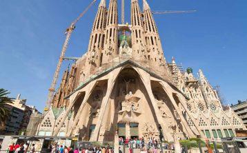 Tour Gaudí con acceso rápido a Sagrada Familia y Park Güell