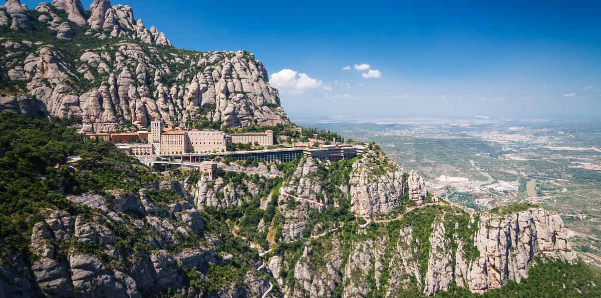 Enjoy a full day tour from Barcelona immersing yourself in the world of wine, in the beautiful mountains of Montserrat and the iconic city of Sitges. You will depart from Barcelona in a comfortable bus to the heart of Penedés to visit the famous Torres W