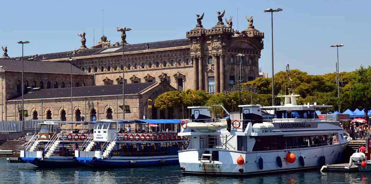 Las Golondrinas Boat Tour in Barcelona