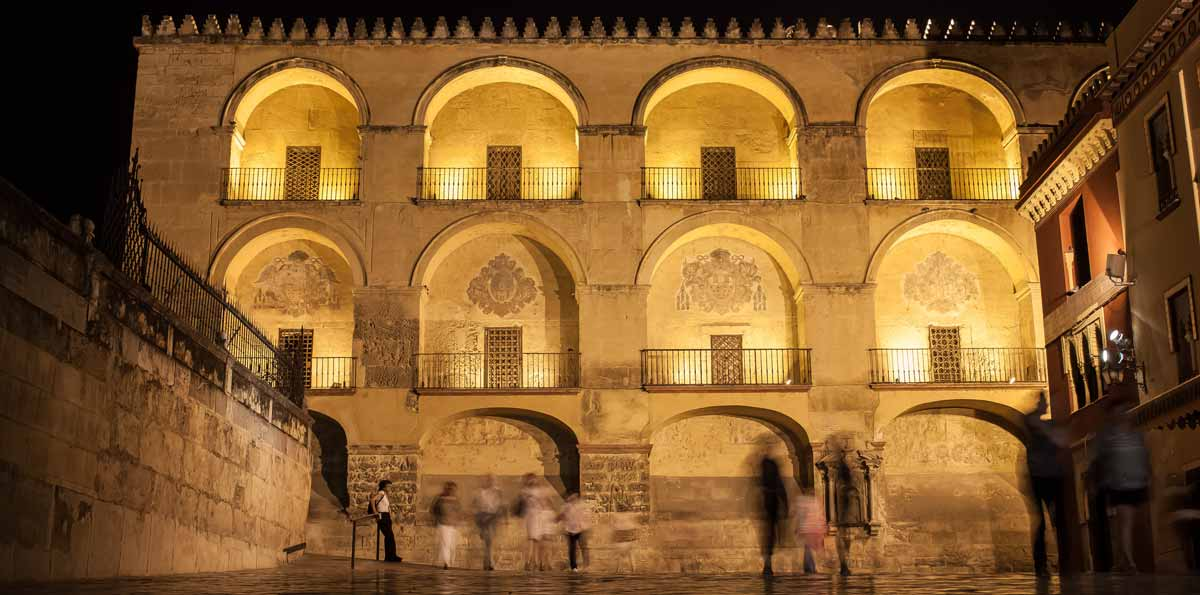 Córdoba Walking Tour  by Night with tapa and drink