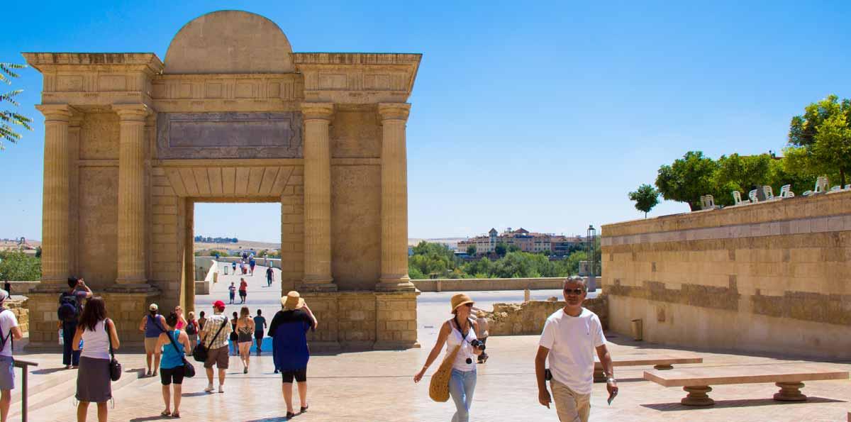 Tour Córdoba:  Alcázar, Mezquita‐Catedral, Barrio Judío y Sinagoga