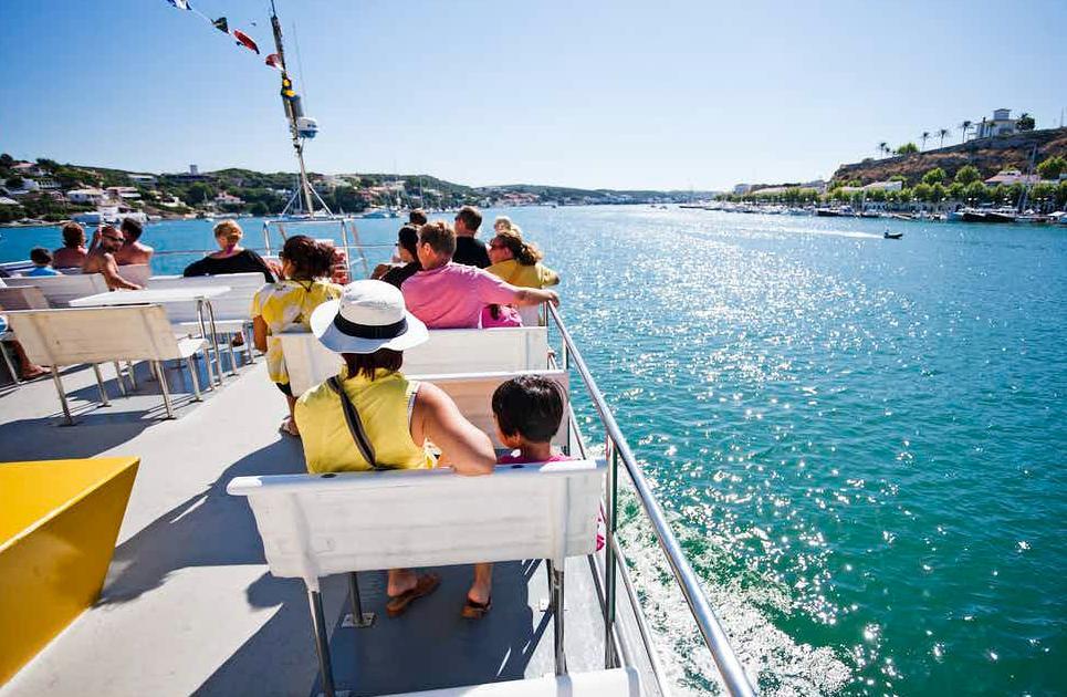 Paseo en catamarán en el Puerto de Mahón