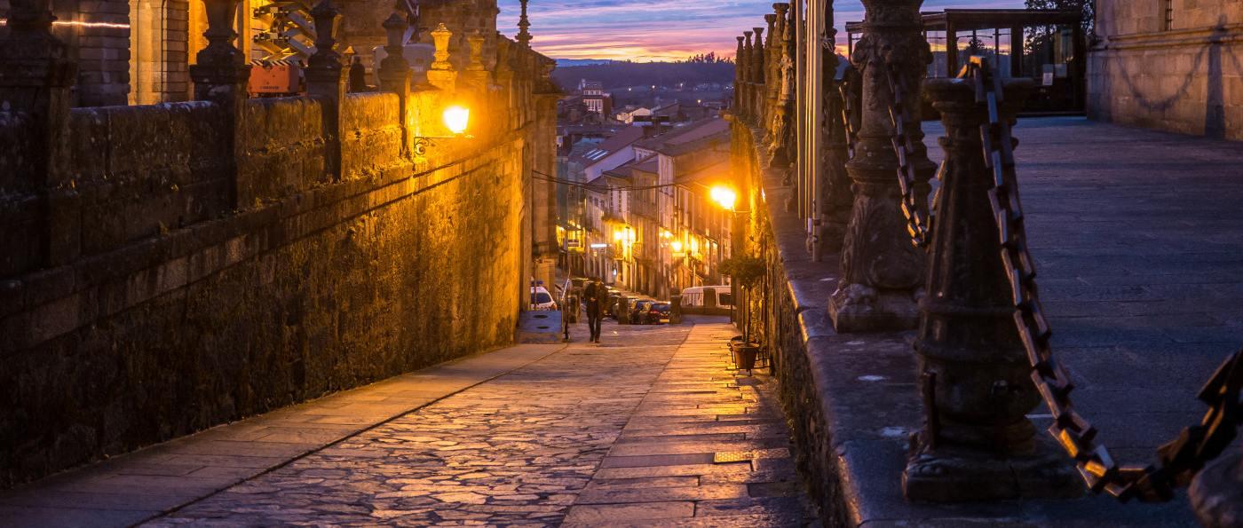 Visita nocturna teatralizada por Santiago de Compostela