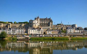 Castles of the Loire River Valley Tour from Paris