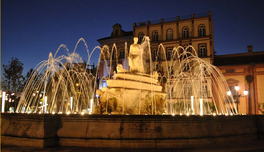 Seville: Santa Cruz Quarter night guided tour with drink and tapa